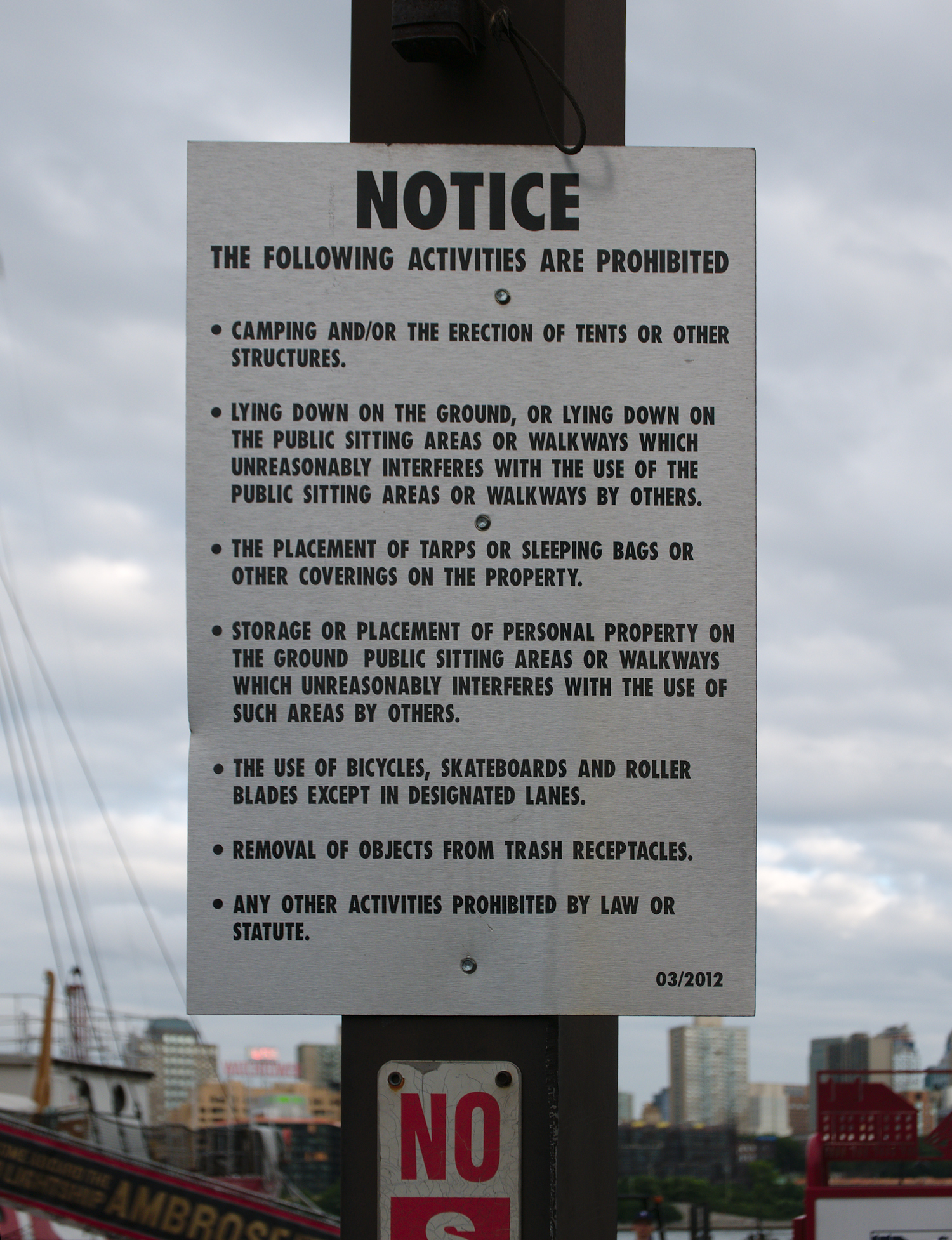 Sign forbiding setting up tents on a pier