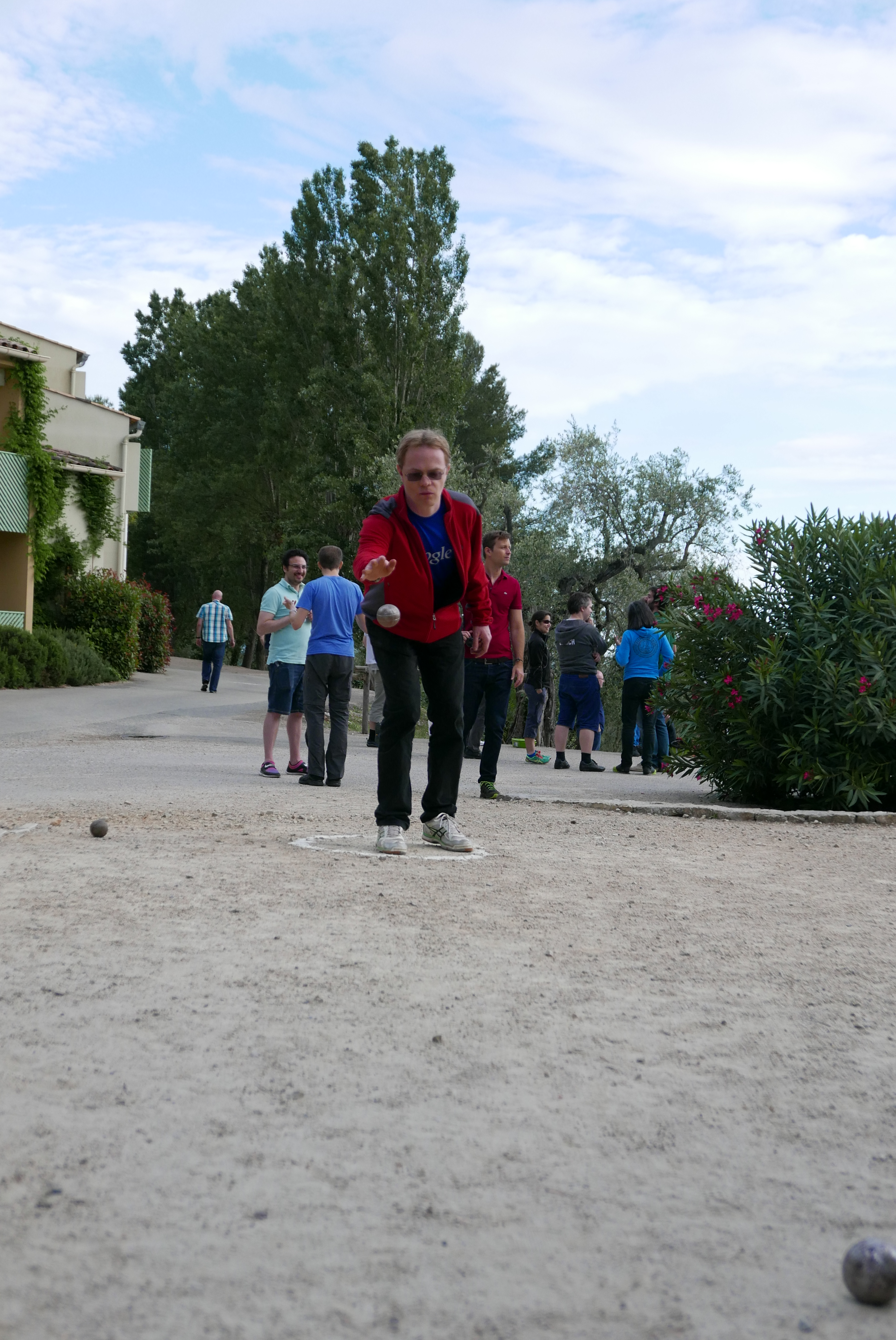 Guillaume force controlling a Petanque ball